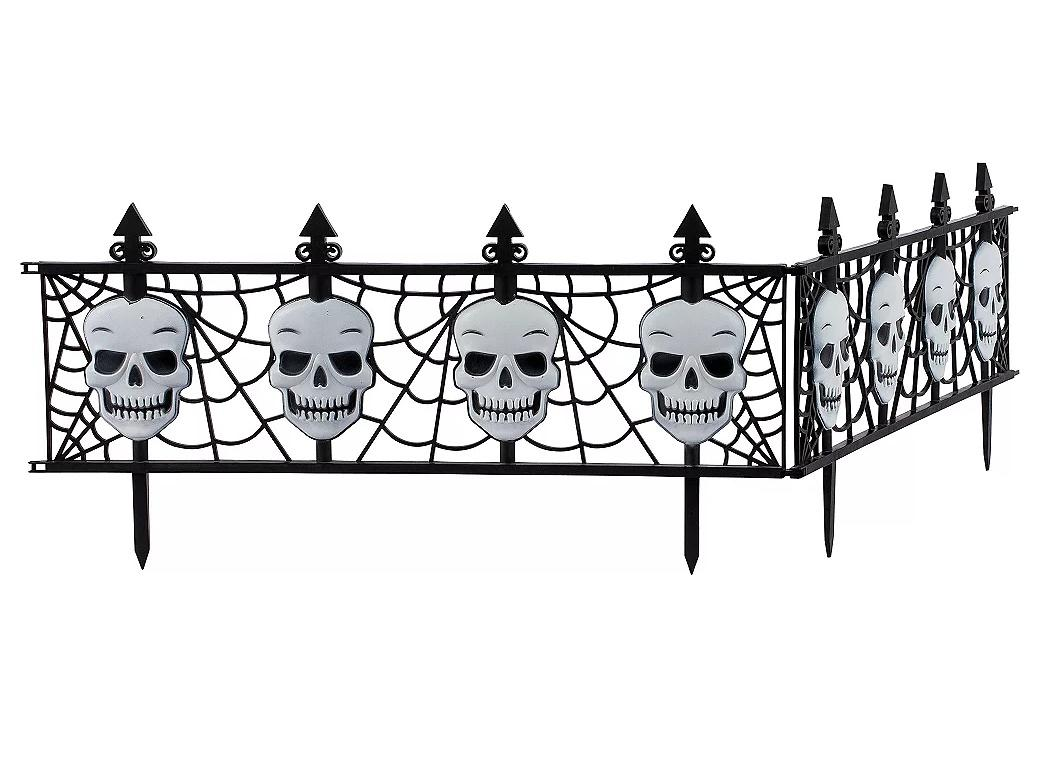 Gothic Skull Fence Decorations 2pk