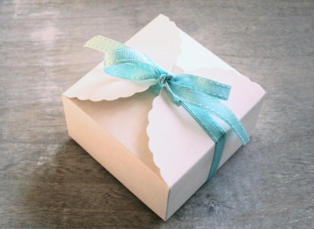 Scalloped Favour Box - White
